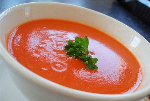 Острый томатный суп с базиликом